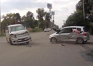 Ребенок вылетел в окно автомобиля во время ДТП в Абакане