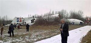 Самолет с горящим двигателем аварийно сел в Красноярске